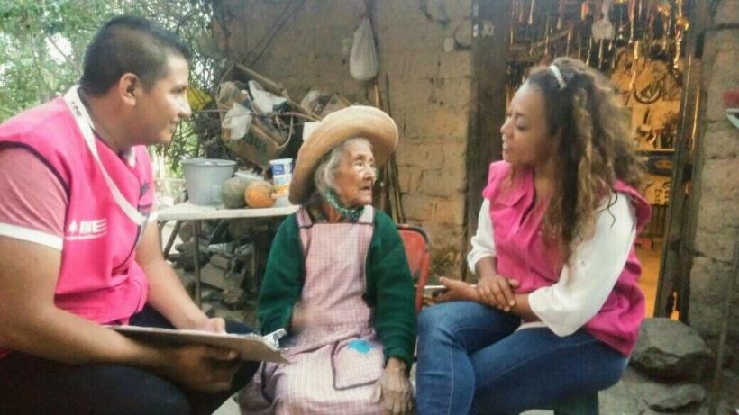 Es la sra Efigenia de 107 años de edad. Probablemente la sorteada más longeva. Vive en Taxco. Tiene ganas de participar y una actitud ante la vida envidiable en Taxco, Guerrero