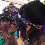 Laura Laurens diseñadora y Roxana Panchí Indígena, artesana y #trans